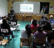 Vecinos se reúnen en Hualaihué Puerto para ver el diseño del proyecto de APR