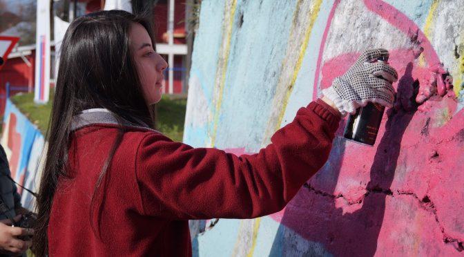 """INJUV Los Lagos invita a jóvenes a participar de """"100  Murales"""" y """"Planta Futuro"""""""